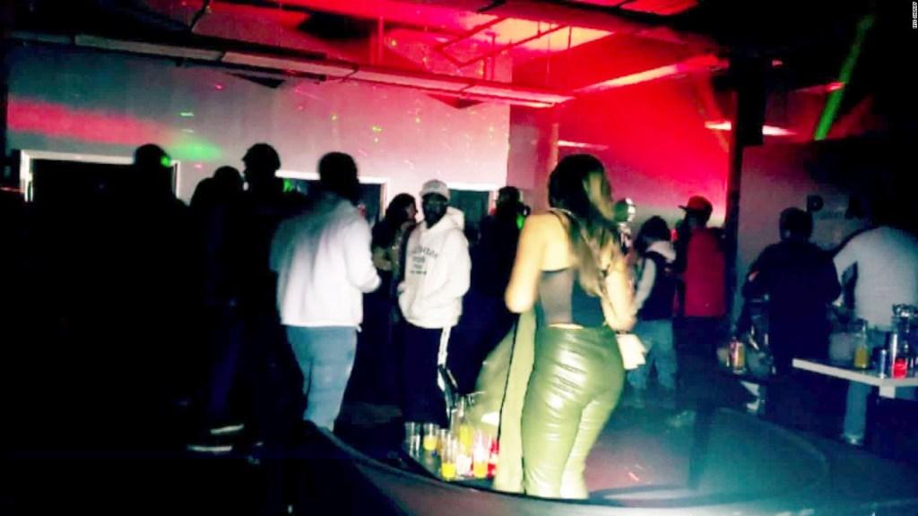 La policía cierra fiestas clandestinas en EE.UU.