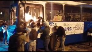 5 policías, heridos en las manifestaciones en Guatemala