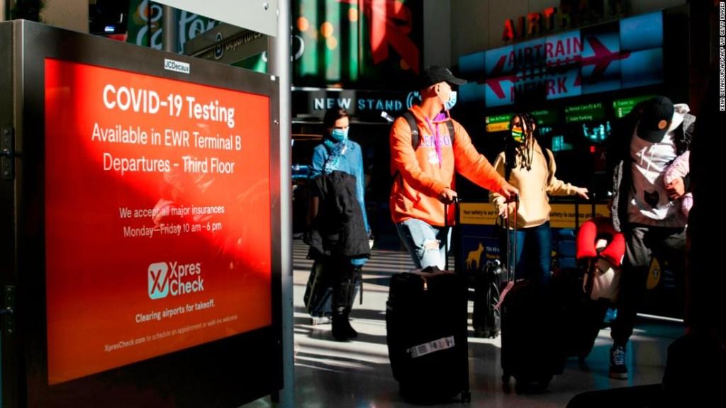 Millones de personas viajan por Acción de Gracias a pesar del aumento de casos de Covid-19