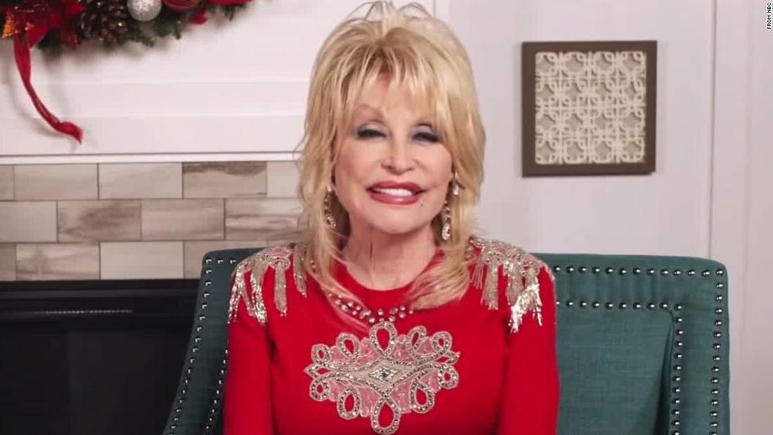Dolly Parton se enteró que había ayudado a financiar la vacuna de Moderna al mismo tiempo que nosotros