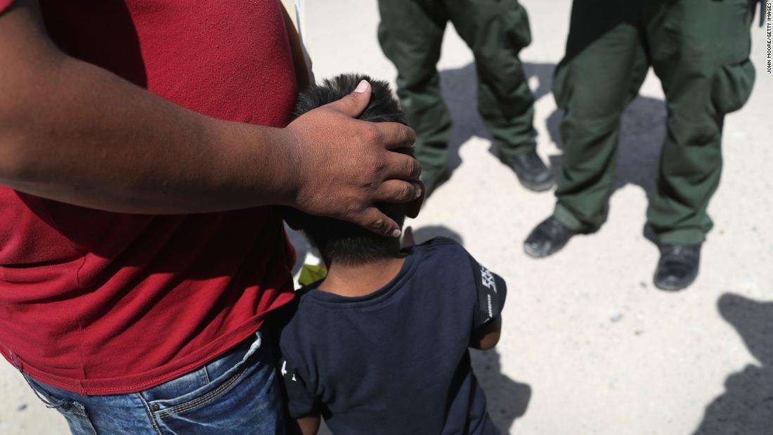 Los padres de 628 niños migrantes separados en la frontera con México aún no han sido encontrados, dice un expediente judicial