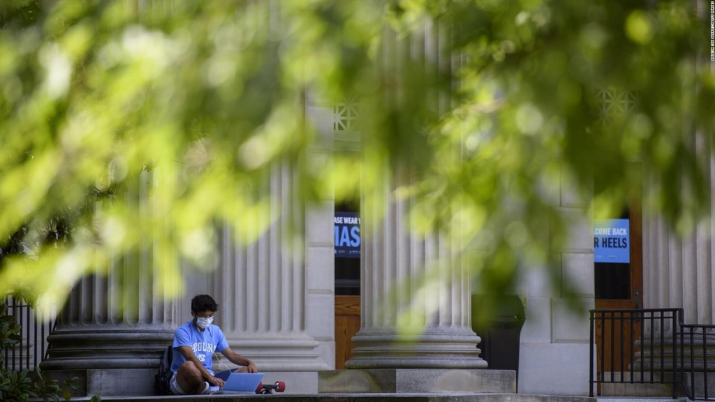 Estudiantes hispanos, los más afectados por pandemia