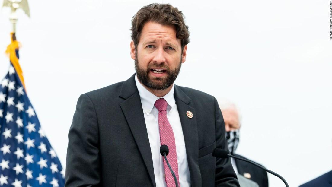 Congresista demócrata invita a brindis con una cerveza a favor del bipartidismo