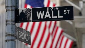 Trump podría forzar salida de empresas chinas de la bolsa