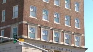 Banco se convierte en calendario de adviento