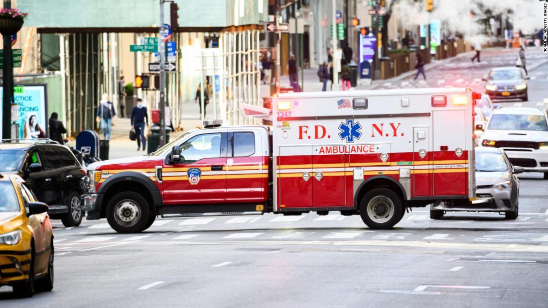 El sistema médico de emergencia 911 en EE.UU. está 'en un punto de quiebre', dice un grupo de asistencia con ambulancias