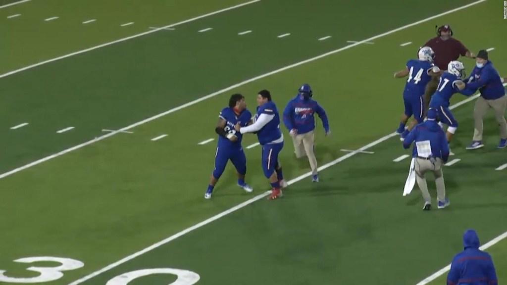 Un jugador de secundaria ataca a un árbitro en Texas