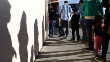 """Casa Blanca inmigrantes Abogado de inmigración: """"La extensión del TPS es automática"""""""
