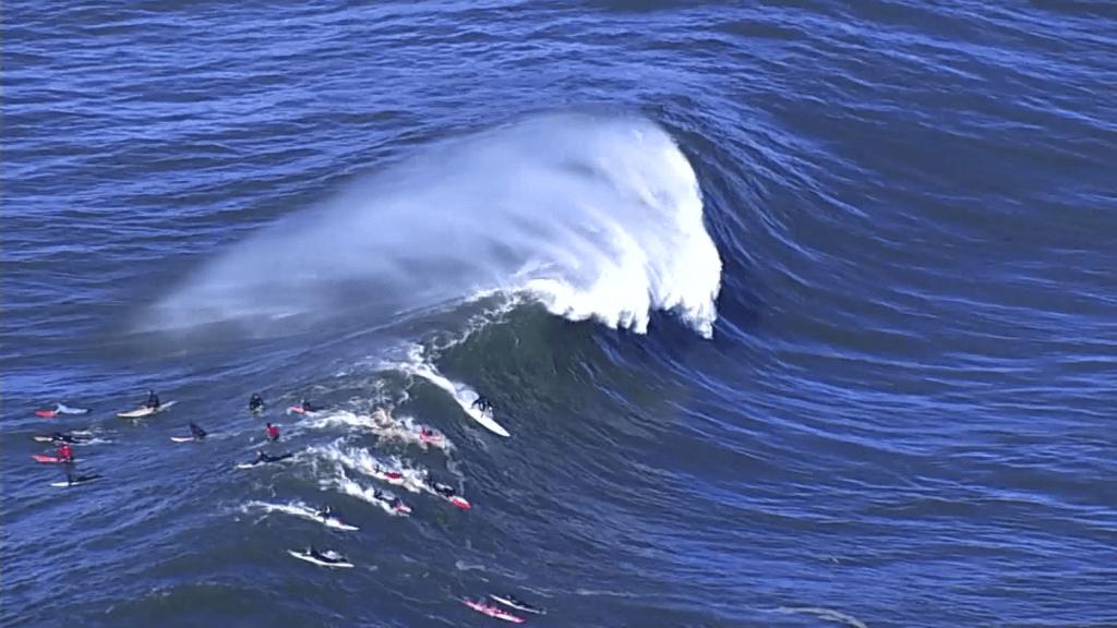 "Surfistas aprovecharon olas ""gigantes"" en California"