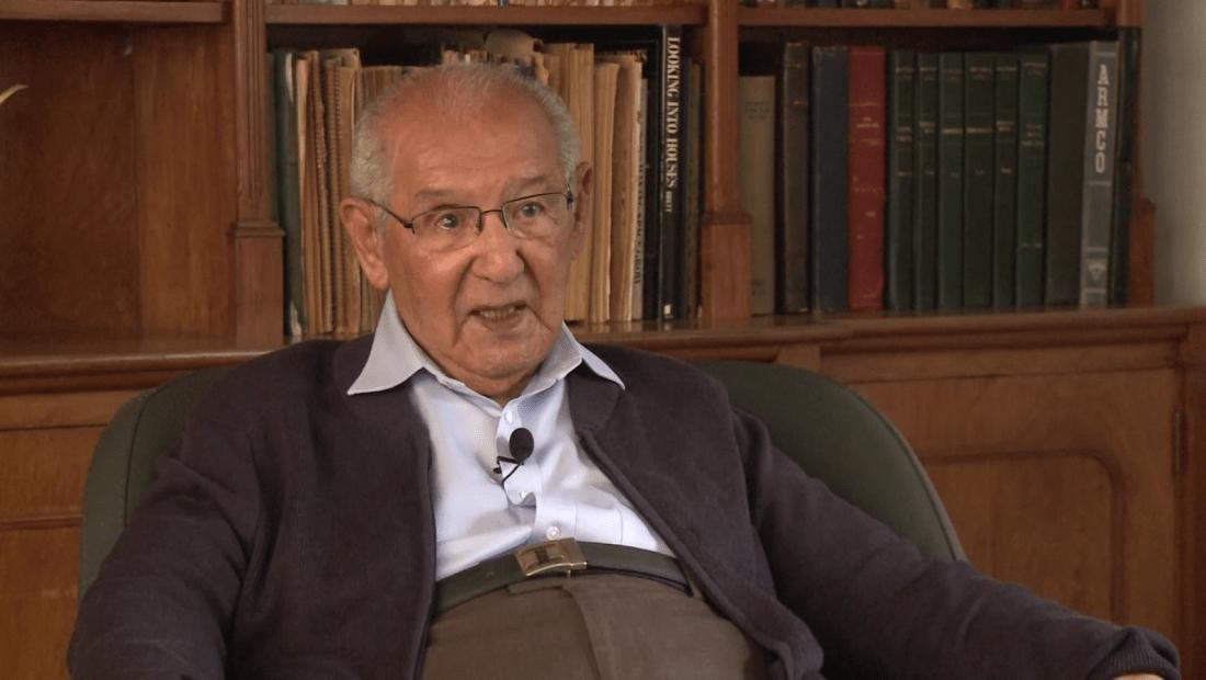 Ingeniero colombiano de 104 años al fin terminó su tesis