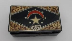 Encuentran una reliquia en una caja de cigarros
