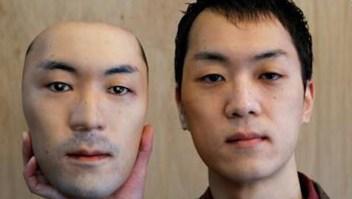 Tienda presenta espeluznante máscara hiperrealista