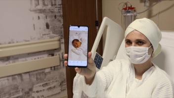CNN entró a una sala covid-19 de maternidad en Estambul