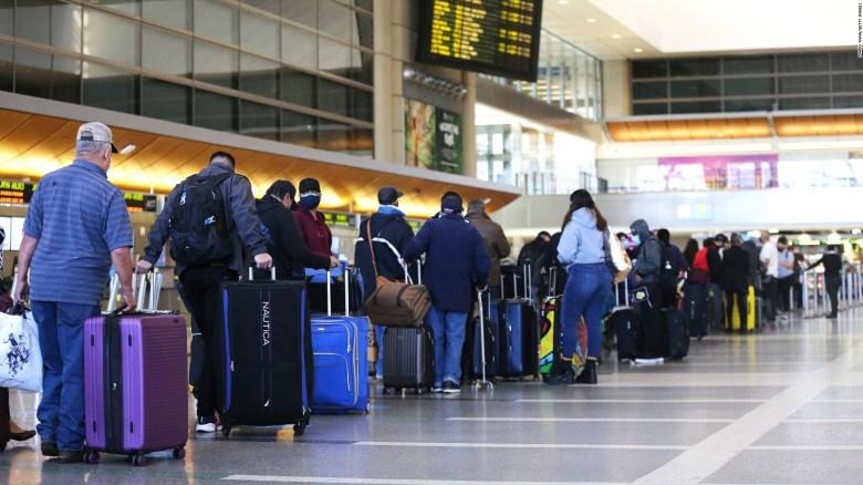 CDC: Recomiendan restringir los viajes en EE.UU.