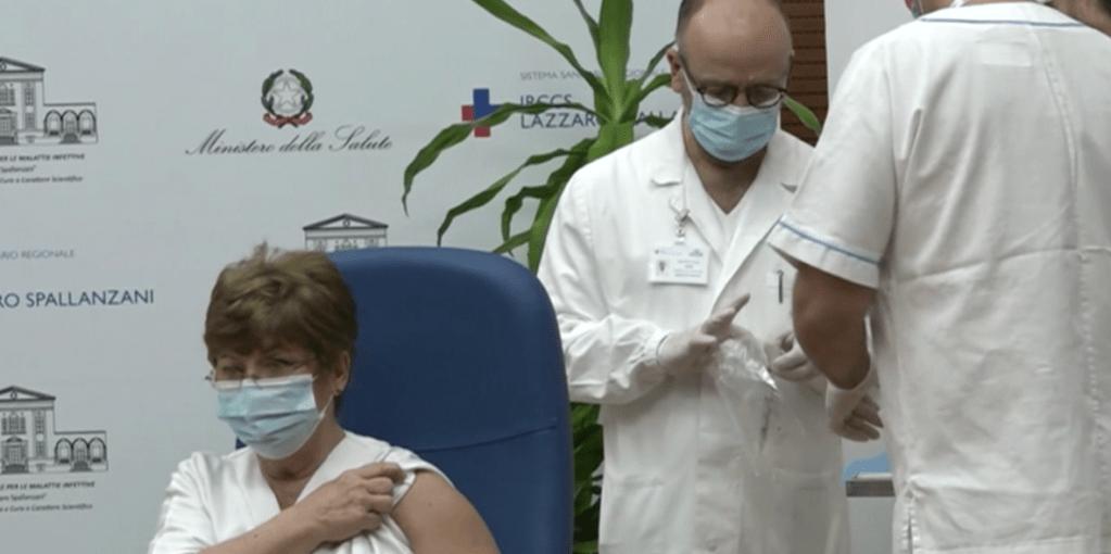 Celebran la vacuna en una Italia azotada por covid-19