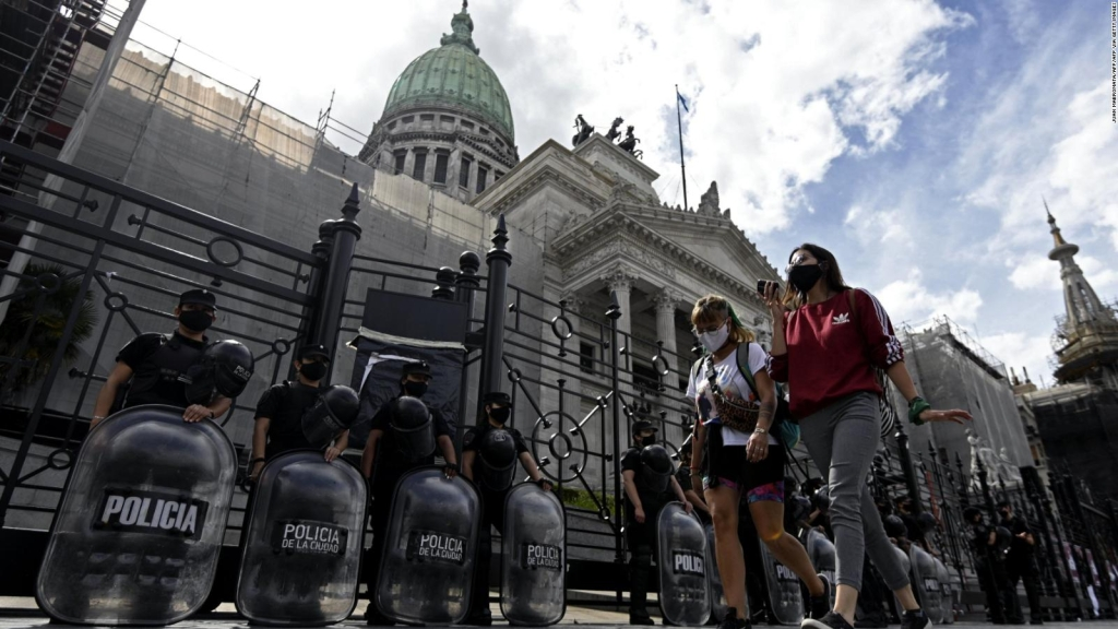 Argentine Senate debates abortion law