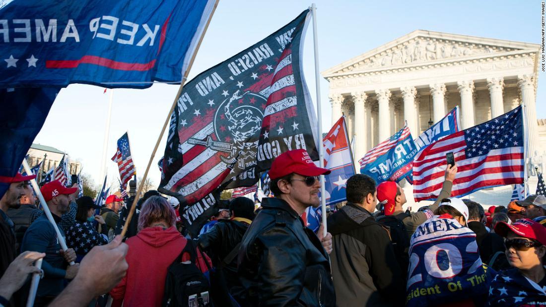 Varios apuñalamientos durante protestas and Washington