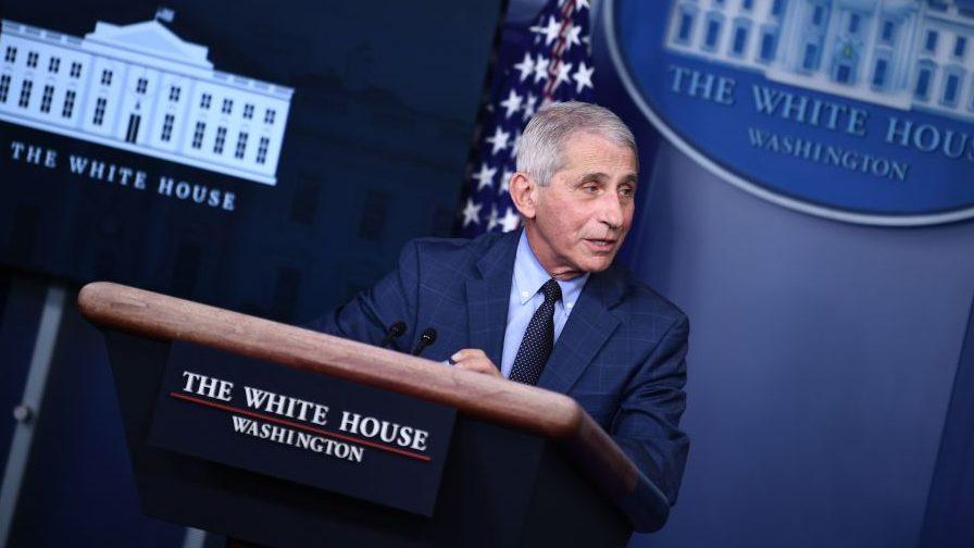 Joe Biden habló con Anthony Fauci y le pidió que se quede y asesore a la nueva administración sobre el covid-19