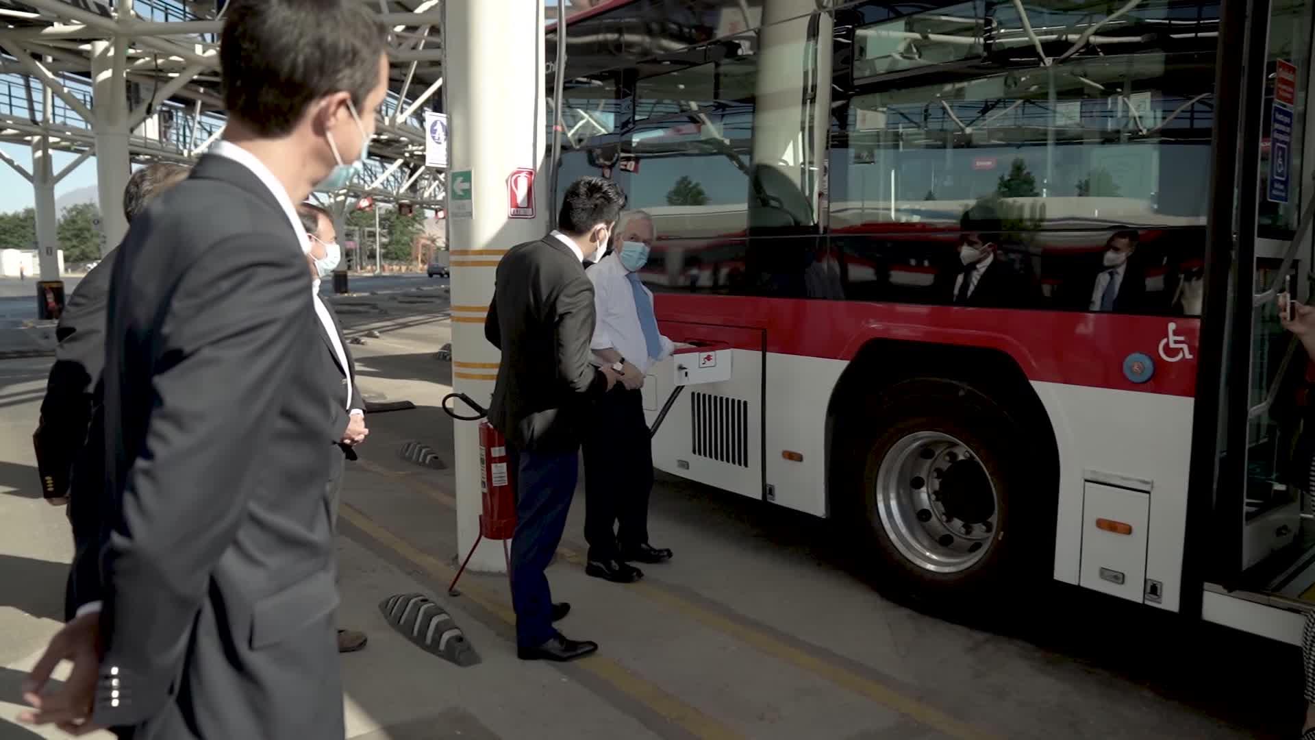 Chile inaugura una de las terminales de buses eléctricos más grandes de América Latina
