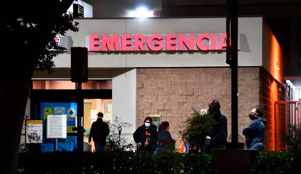 EE.UU. establece un nuevo récord de hospitalizaciones por covid-19