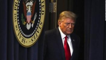 ANÁLISIS | Trump se desboca con indultos, amenazas de veto y negación del covid