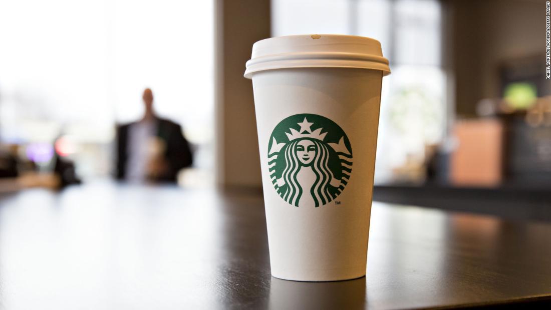 Starbucks ofrecerá café gratis a los trabajadores de la salud en diciembre