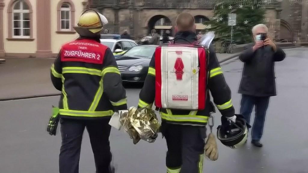 Auto arrolla a varios peatones en Alemania