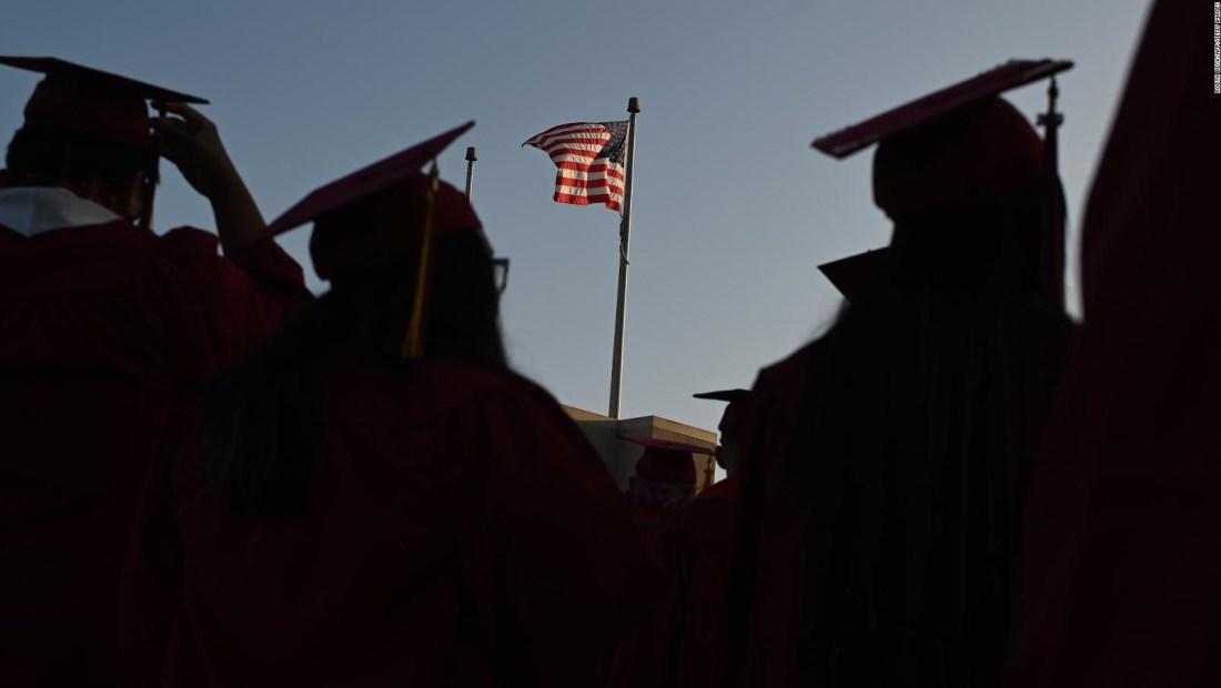 ¿Condonar deuda universitaria reduce inequidad económica?