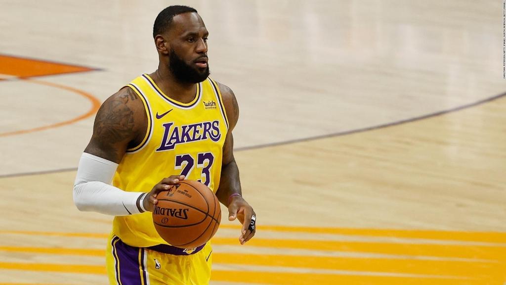 LeBron James desea adquirir un equipo de baloncesto