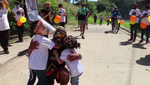 Maratonista corre 72 km para ayudar a venezolanos en crisis