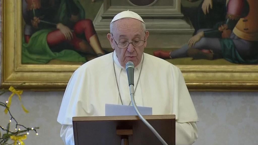El papa pide paz y solidaridad para 2021