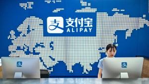 Decreto de Trump prohíbe transacciones con apps chinas