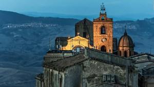 Pueblo italiano vende casas por poco más de US$ 1