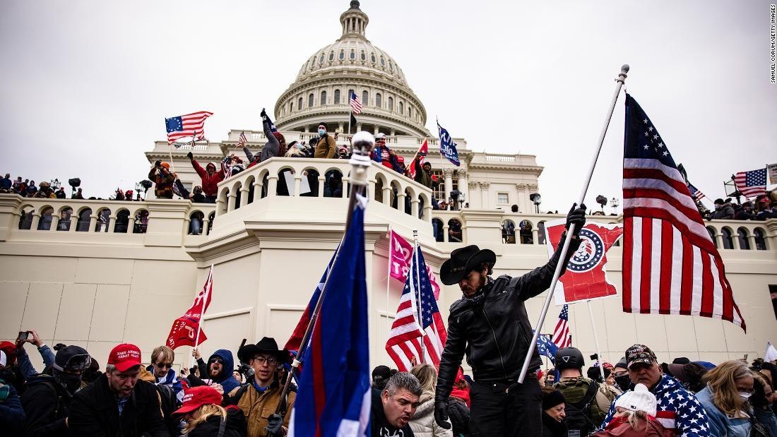 Descifrando los símbolos y grupos extremistas en la insurrección del Capitolio de EE.UU.