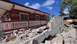 Aún entre escombros, recuerdan terremoto en Puerto Rico