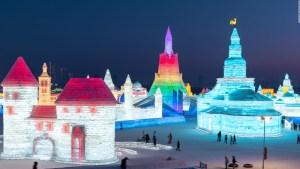 Impresionantes esculturas de hielo lucen en festival chino