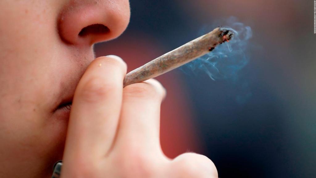 Humo de la marihuana podría dañar la salud