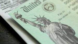Cheques de estímulo ¿ayudan realmente a la economía?