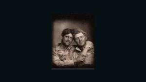 Publican libro con memorias fotográficas de parejas gays