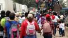 Caravana migrante entra a la fuerza en Guatemala