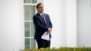 CEO de MyPillow sugiere a Trump quién debe dirigir la Inteligencia de EE.UU.