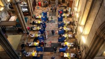 Así opera centro de vacunación en Catedral de Salisbury