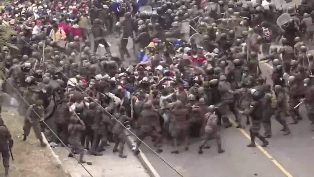 Guatemala usa la fuerza para contener caravana migrante