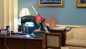 FBI investiga presunto robo durante asalto al Capitolio