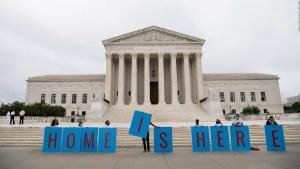 Beneficiarios de DACA celebran los primeros decretos de Biden
