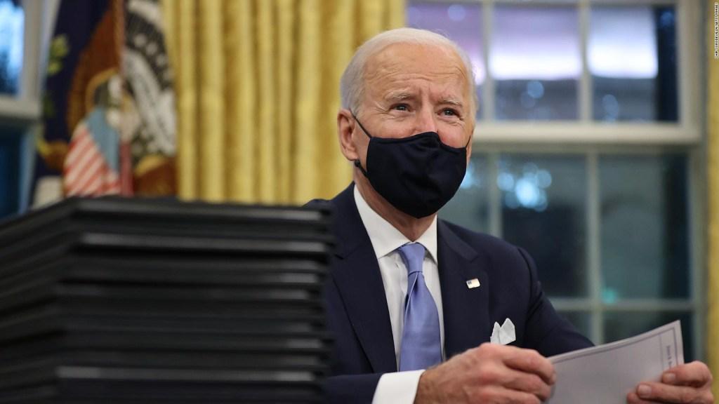 Biden aumenta salario mínimo de empleados federales