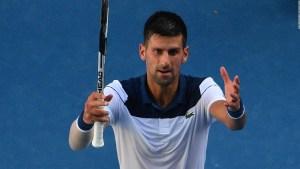 Una serenata para motivar a Djokovic en Australia