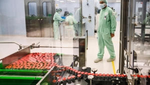 Unión Europea comienza regulación de exportación de vacunas