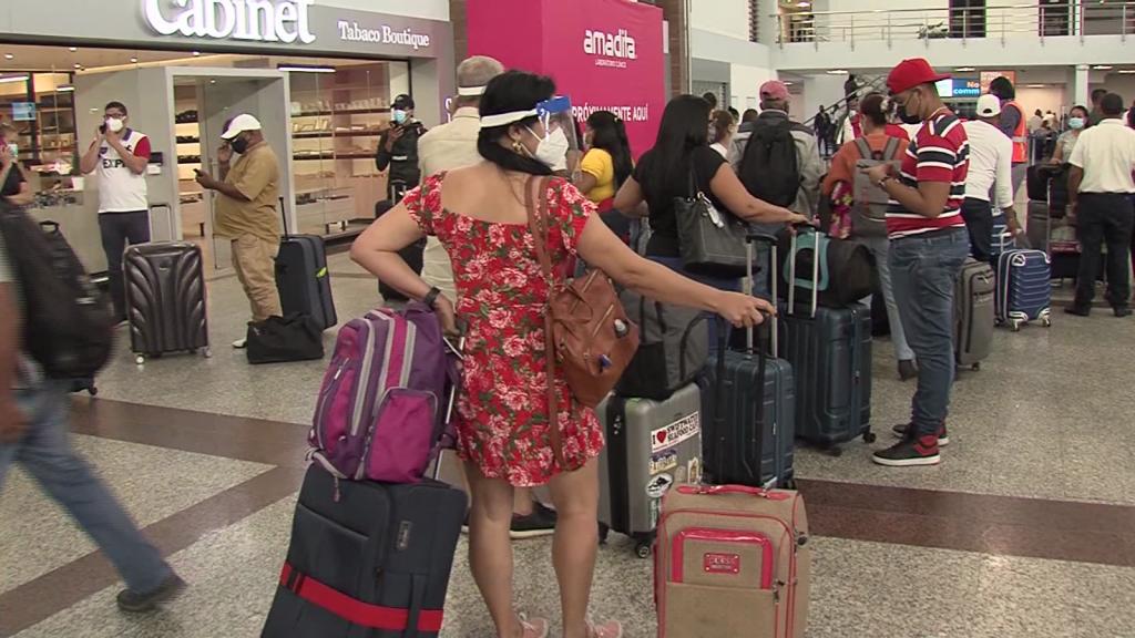 Pasajeros varados por restricciones de viaje