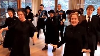 Así bailó el elenco de 'The Crown' una canción de Lizzo